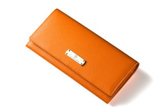 41201008c36d 『イリーナ・ウェイン』の長財布は、スタイリッシュで美しいデザインなので、フォーマルなシーンでも活躍します。落ち着いたカラーはビジネスにも最適ですが、  ...