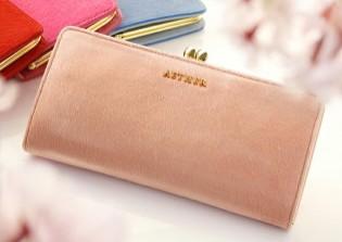e0c36dfd8af3 財布だと3万円前後の商品が多いです。決して安くはありませんが、十分に質が良いので、高級ブランドと比べるとお手頃感があります。とにかく美しく、見ていて心躍る物  ...
