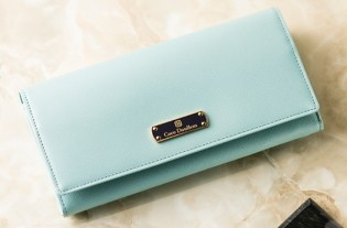 5607f2ba20e2 ココマイスターと言えば、本物志向の男性が認める日本製の高品質の皮革ブランドです。特にメンズの長財布は有名で1,2位を争う人気のブランドです。
