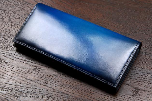 30f2ed8a86f7 人と同じデザインは嫌だという方、ホンモノ志向の革財布を持ちたいという方には、このユハクのアイテムはとてもおすすめです。重厚感のある色味は、ベラトゥーラ技法  ...